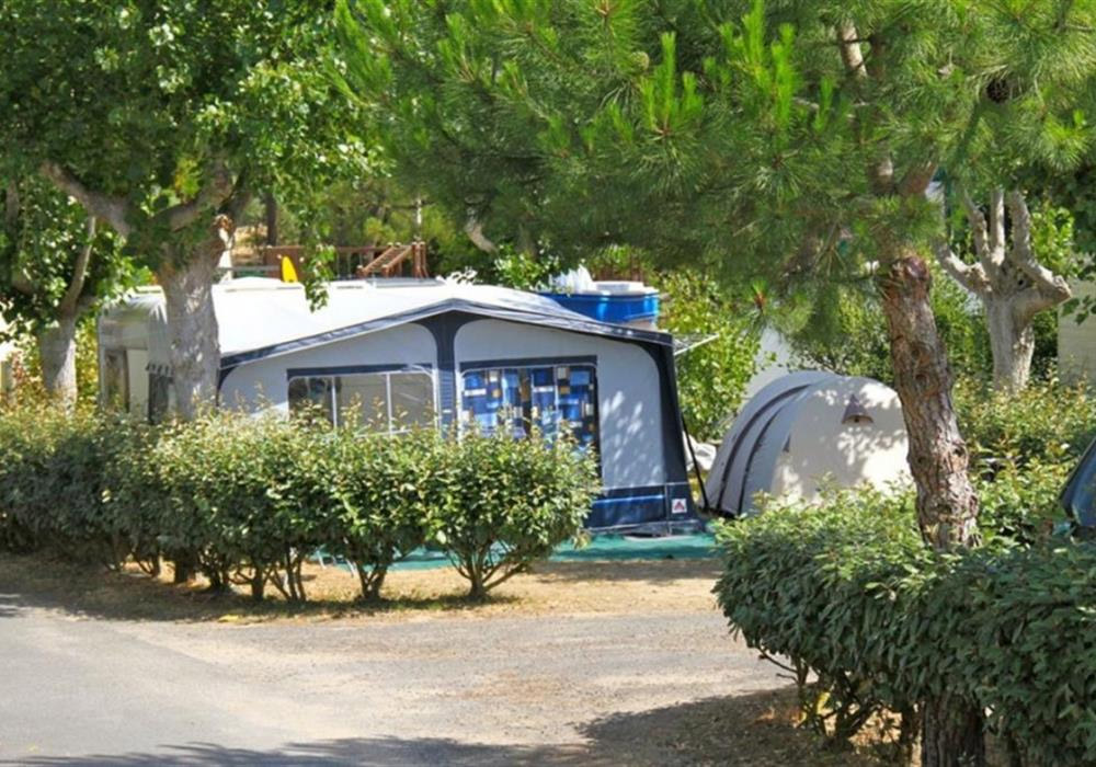 Emplacement pour tente et caravane dans un camping proche plage en Vendée