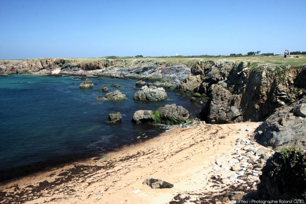 Photo Ile d\'Yeu côte rocheuse plage et balade à vélo