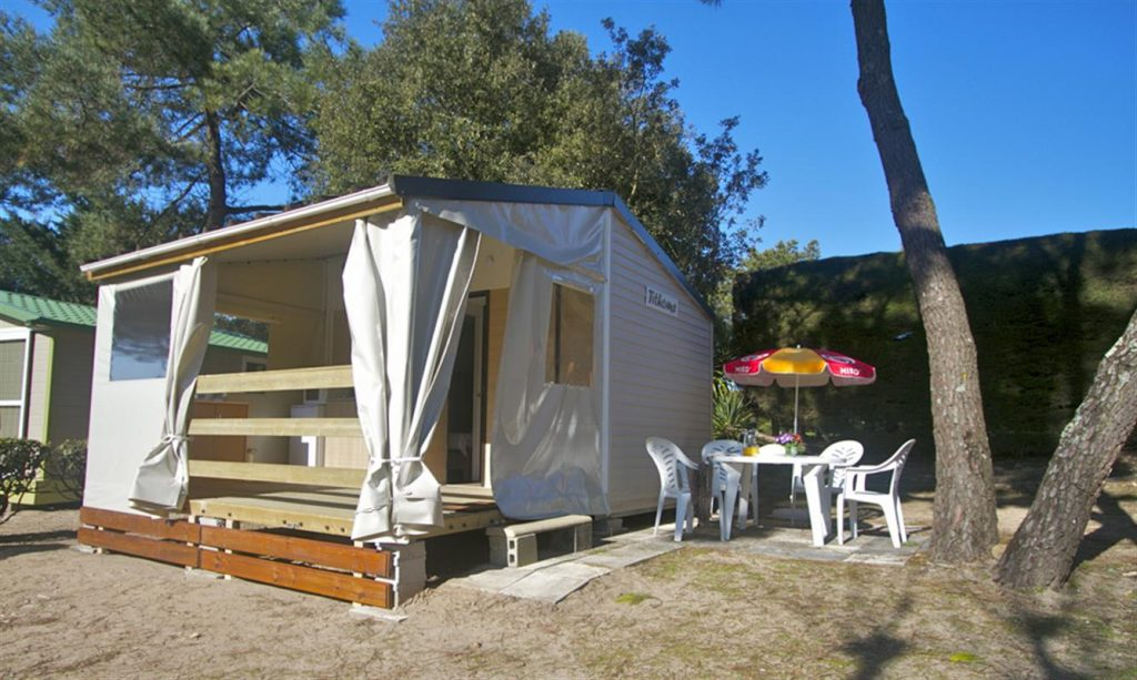 photo camping cote plage st jean de monts en vendee bungalow fuschia