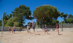 photo camping cote plage saint jean de monts vendee terrain de sport