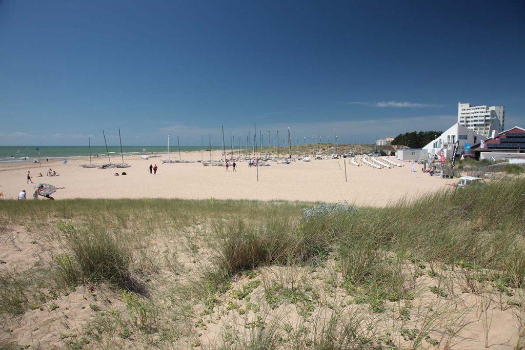 photo camping cote plage saint jean de monts vendee ecole de voile