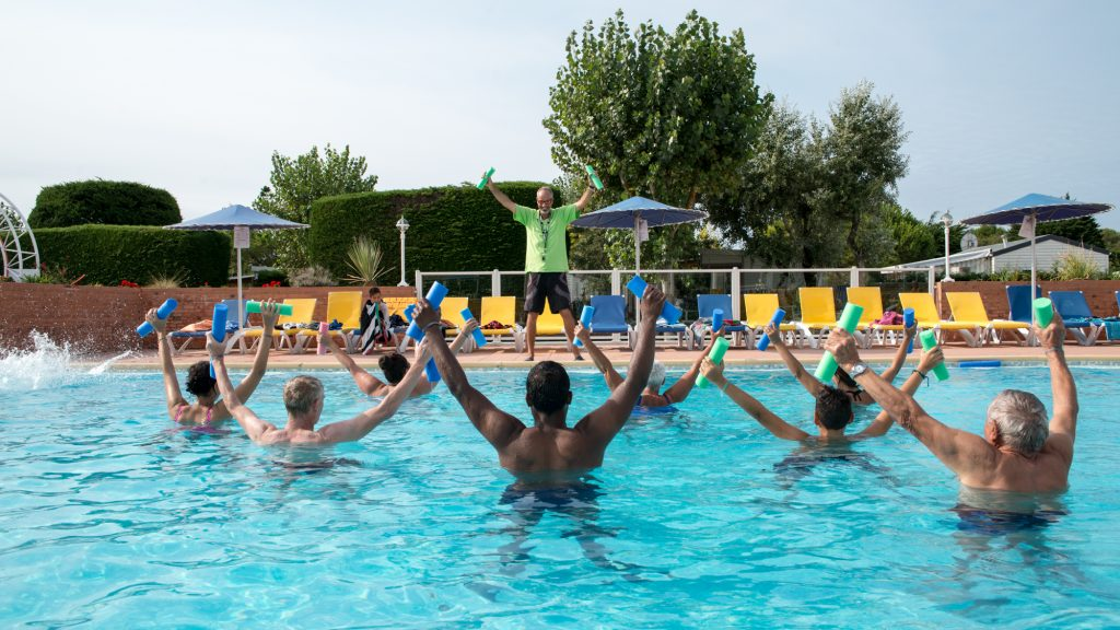 Camping avec piscine bord de mer vend e camping c t for Camping martigues avec piscine bord mer