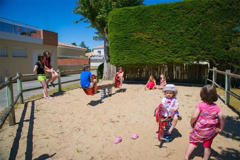 Aire de jeux enfants camping Côté Plage