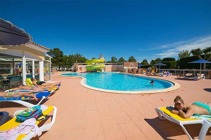 piscine du camping haut de gamme en Vendée