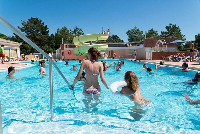 piscine du camping 3 étoiles avec accès direct à la plage en Vendée