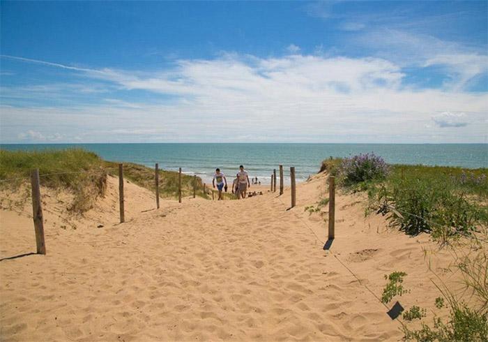 l'accès direct à la plage du camping 3 étoiles Côté Plage en Vendée