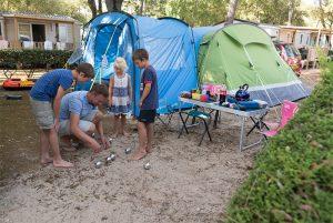 en tente vacances en famille en camping sur le littoral vendeen